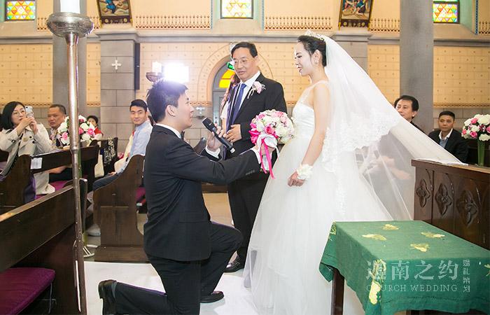 教堂婚礼上的父亲穿什么?新人父亲着装选择
