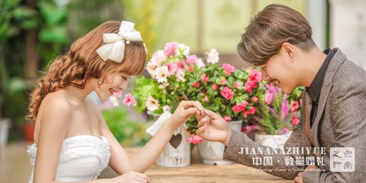 婚礼的创意餐桌装饰,让你的婚礼美到爆棚